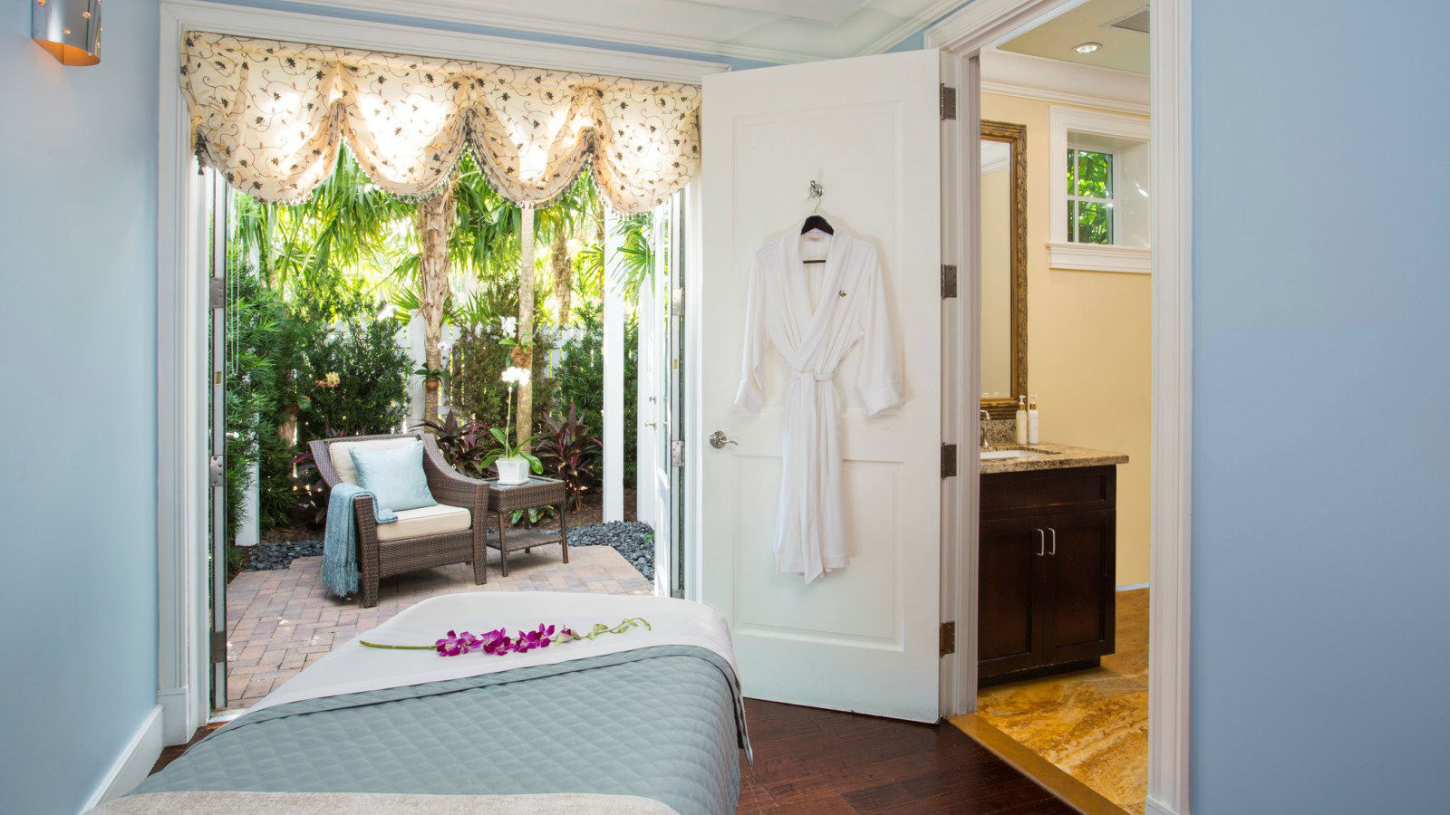 Key west spa the spa at sunset key sunset key cottages resort - Serene traditional cottage in natural theme ...